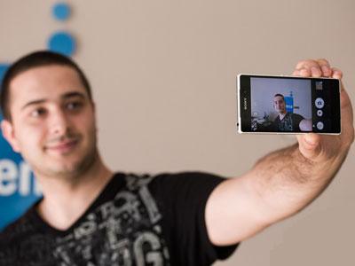 چند ترفند برای گرفتن سلفی زیبا با موبایل
